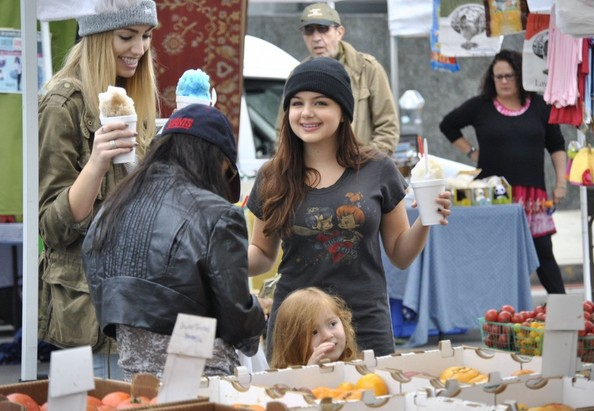 Ariel Winter & Sister Shanelle Get Their Weekly Snow Cones 2013