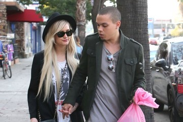 Ashlee Simpson Ashlee Simpson & Evan Ross Shopping For Vintage Clothes