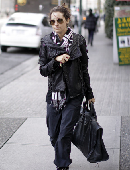Ashley Tisdale Actress Ashley Tisdale seen leaving a gym and stopping by the Italian Kitchen to grab some take out in Vancouver, Canada. Ashley told the waiting paparazzi that she loves them.