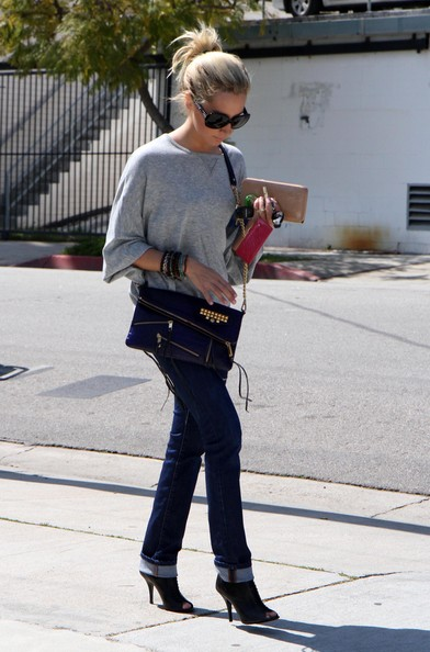 Ashley Tisdale Actress Ashley Tisdale seen leaving the gym, getting some coffee and running some errands before returning to her car a seeing that she got a parking ticket in Los Angeles, CA.