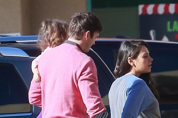 Ashton Kutcher Mila Kunis and Her Family Grab Breakfast in Studio City