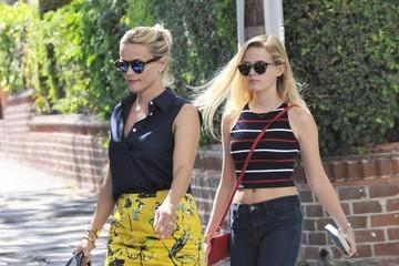 Ava Phillippe Reese Witherspoon Stops by Her Office With Ava