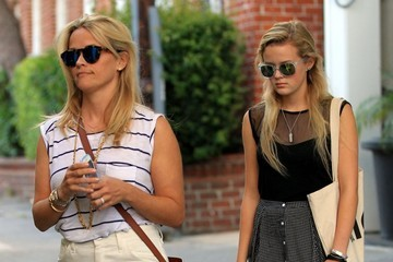 Ava Phillippe Reese Witherspoon and Daughter Ava Leave Her Office