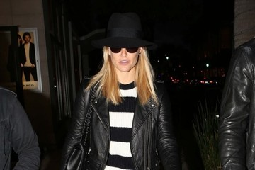 Bar Refaeli Bar Refaeli Dines In Beverly Hills With Her Brother