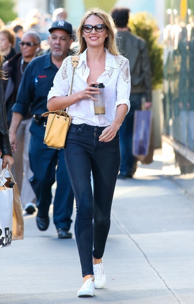 Candice Swanepoel Photos Photos Victoria 39 S Secret Models Shop In Nyc Zimbio