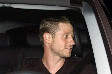 Benjamin McKenzie Benjamin McKenzie Gets Dinner in Hollywood