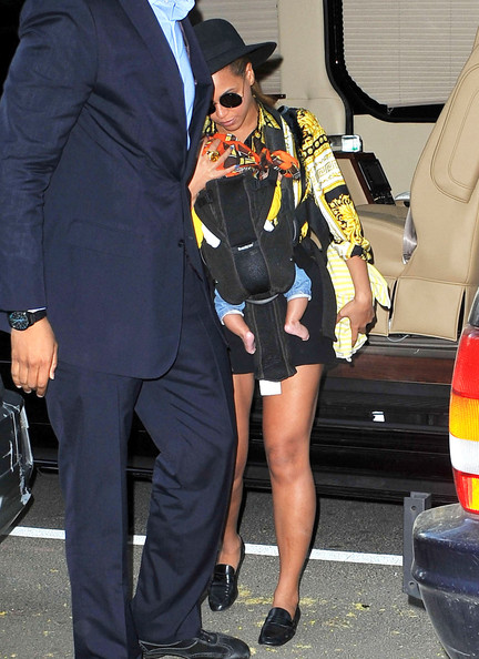 Beyonce Knowles - Beyonce and Blue Ivy Leave Their NYC Apartment