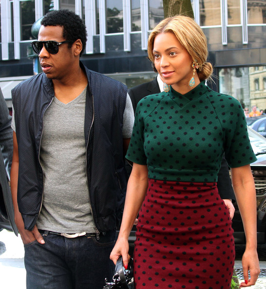 Beyonce Knowles Beyonce Knowles and Jay-Z arriving at the Hotel Fouquet's Barriere in Paris, France.