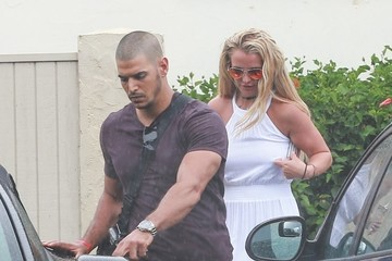 Britney Spears Charlie Ebersol  Britney Spears and Her Family Enjoy the Rain While Eating Ice Cream in Hawaii
