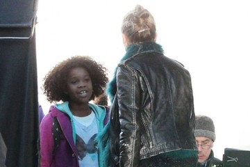 Cameron Diaz Quvenzhane Wallis Stars On The Set Of 'Annie'