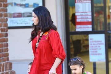 Camila Alves Levi Mcconaughey Camila Alves Stops by a Pharmacy with Her Kids