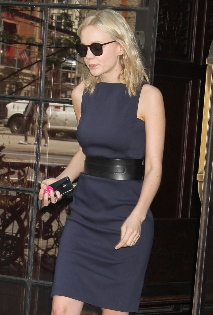 Carey Mulligan - Carey Mulligan Leaves Her NYC Hotel