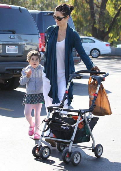 Carrie-Anne Moss & Daughter Shop At The Farmers Market []