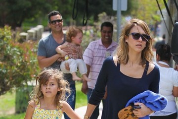Cash Warren Jessica Alba & Family Enjoy A Day At The Park