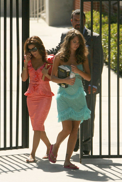 http://www4.pictures.zimbio.com/fp/Cast+Desperate+Housewives+Seen+Set+2+coX2ftUb3fXl.jpg