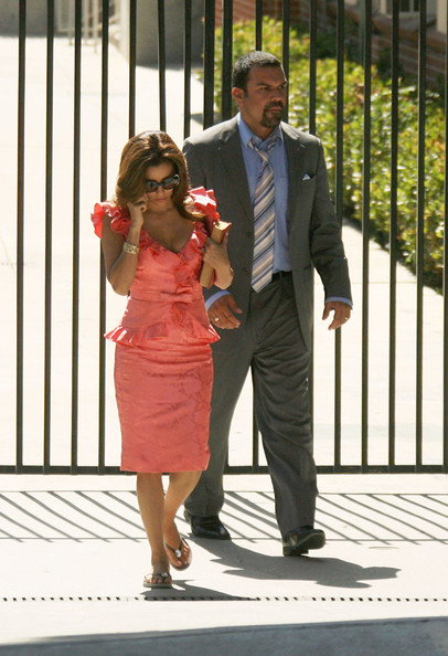 http://www4.pictures.zimbio.com/fp/Cast+Desperate+Housewives+Seen+Set+2+sAmEwv4iJSKl.jpg