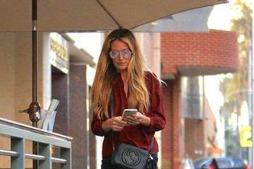 Cat Deeley Cat Deeley Gets Her Nails Done in Beverly Hills