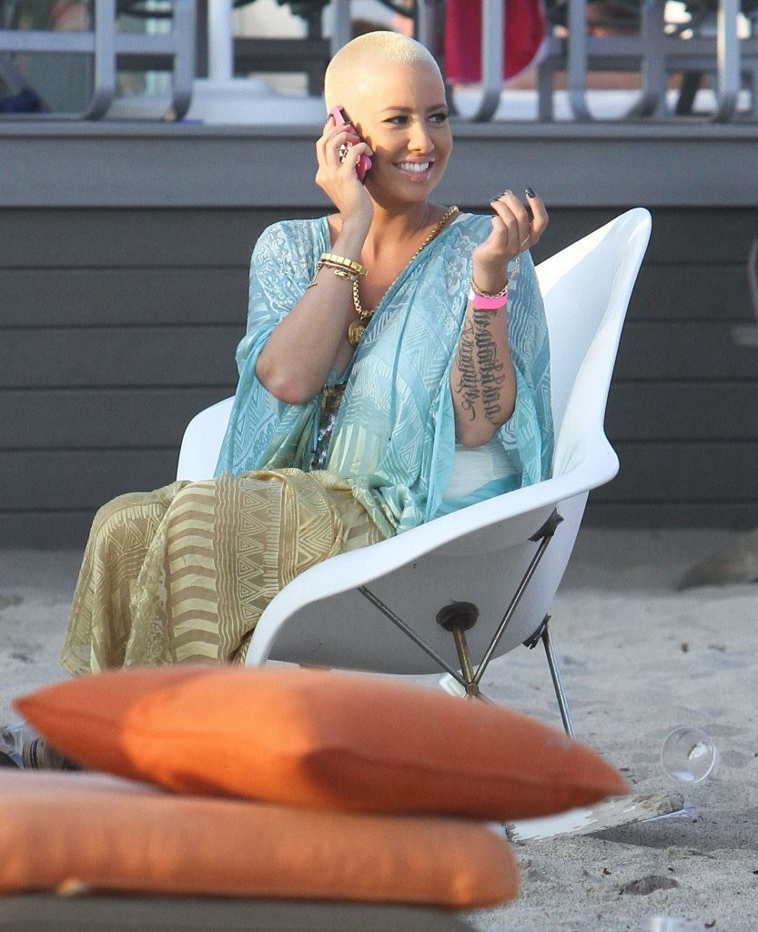 amber rose photos photos celebs at a malibu independence day party zimbio. Black Bedroom Furniture Sets. Home Design Ideas