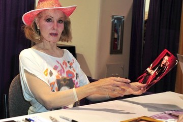 Julie Newmar Celebrities At The Anaheim Comic Con