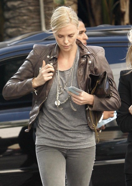 Charlize Theron Photos Photos - Celebrities Arriving At The 2010 NBA Finals Game 1 In Los ...