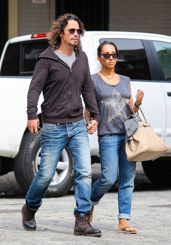 Chris Cornell and His Wife Go Shopping — Part 2  Zimbio # Sunshower Goes_064641