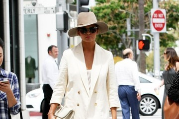 Chrissy Teigen Chrissy Teigen Lunches in Beverly Hills