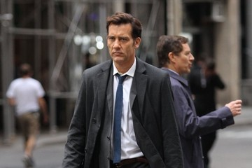 Clive Owen Amanda Seyfried and Clive Owen Perform on the Set of 'Anon' in NYC