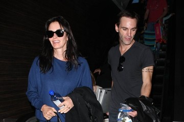 Coco Arquette Courteney Cox Catches A Flight With Her Boyfriend & Daughter