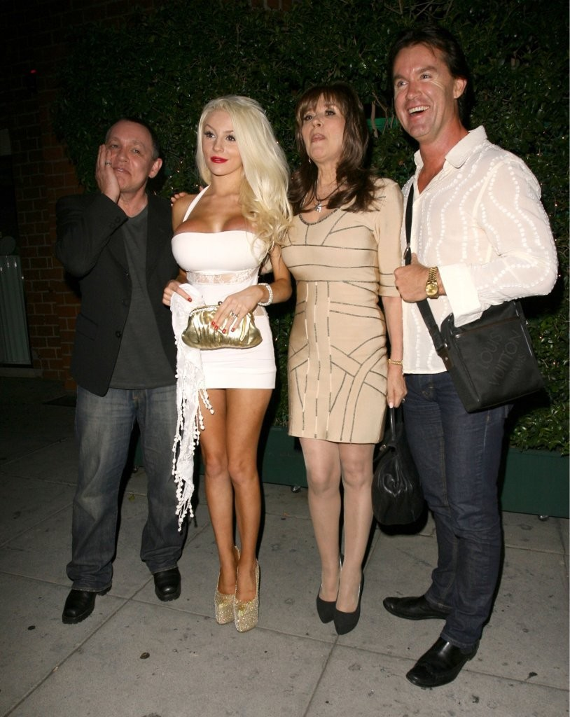 Courtney Stodden - Courtney Stodden & Doug Hutchinson Dine Out At Mr Chow