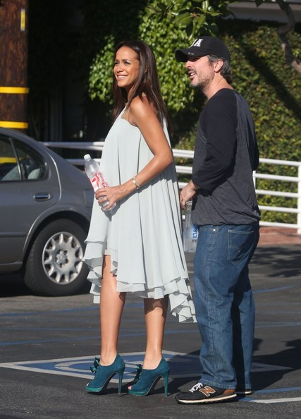 Dania Ramirez and Her Husband Grab Lunch