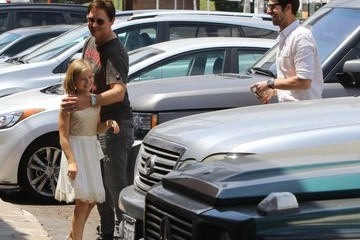 Dave Abrams Peter Facinelli Lunches With Daughter and Dave Abrams
