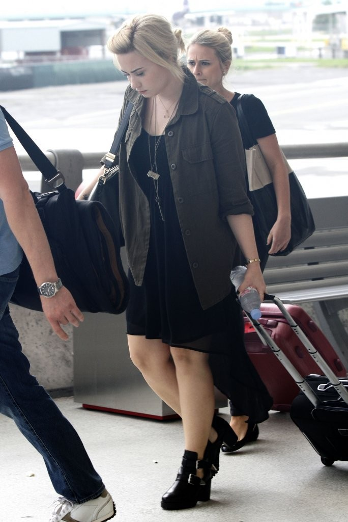 Demi Lovato - Demi Lovato Touches Down In New Orleans