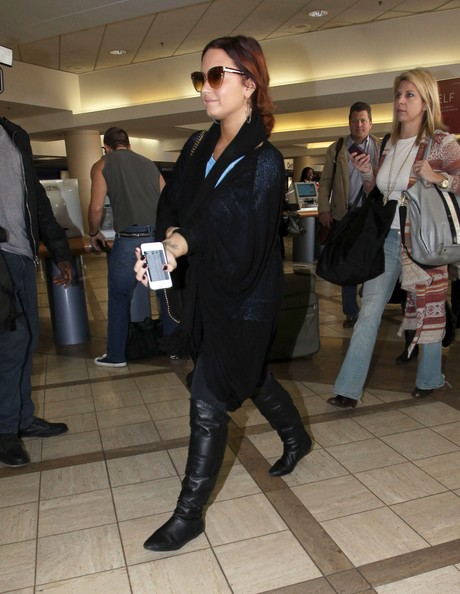 Demi Lovato Actress Demi Lovato arrives at LAX airport to catch a flight out of Los Angeles.