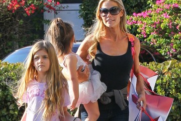 Denise Richards Denise Richards Shops with Her Daughters