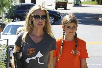 Denise Richards Denise Richards Takes Her Daughters Out to Lunch