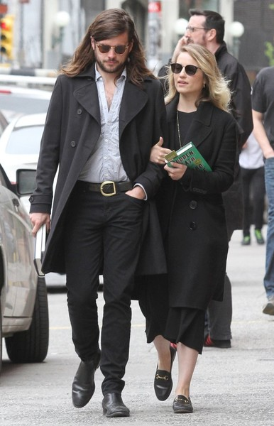 Dianna Agron and Winston Marshall Step Out for a Stroll []