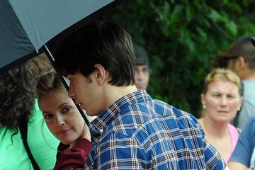 Drew Barrymore Justin Long Drew Barrymore And Justin Long Kissing On The Set Of 'Going The Distance'