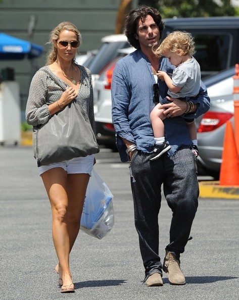 Elizabeth berkley photos photos elizabeth berkley family out for elizabeth berkley family out for lunch in brentwood voltagebd Image collections