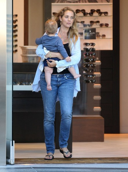 Elizabeth berkley and her family go shopping zimbio elizabeth berkley and her family go shopping voltagebd Image collections