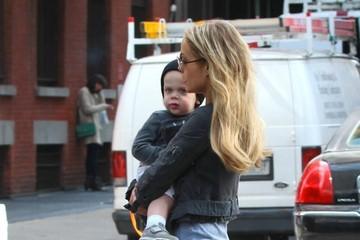 Elizabeth Berkley Elizabeth Berkley Spends the Day with Family