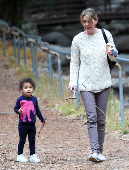 """""""Grey's Anatomy"""" star Ellen Pompeo takes her daughter Stella for a hike through Griffith Park on March 23, 2012 in Los Angeles, CA."""