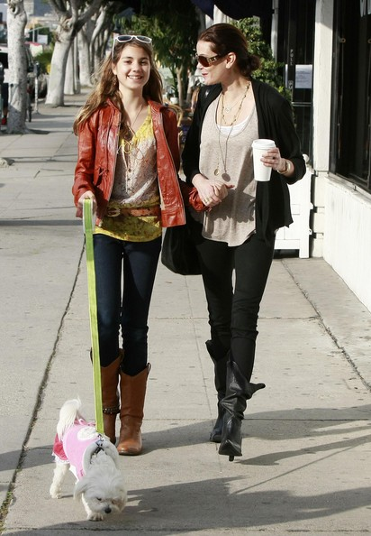 Teri Hatcher And Her Daughter Having Lunch In Los Angeles []