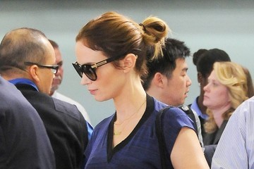 Emily Blunt Emily Blunt Catches a Flight