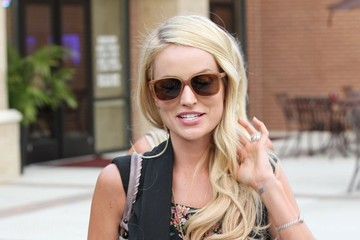 Emily Maynard Emily Maynard Dines With Her Mom In Charlottesville