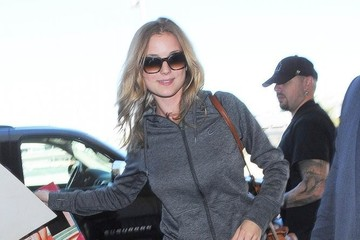 Emily VanCamp Emily VanCamp Catches a Flight