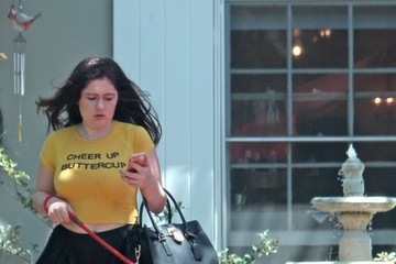 Emma Kenney Emma Kenney Takes Her Dog To The Salon