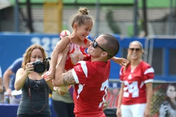 Emme Anthony Jennifer & Casper Play In A Charity Football Game