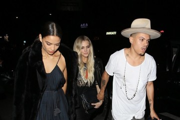 Evan Ross Evan Ross, Ashlee Simpson, and Shanina Shaik Are Spotted Out in LA