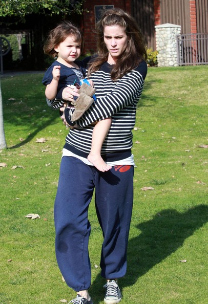 Amanda Peet And Her Daughter Spending The Day At The Park