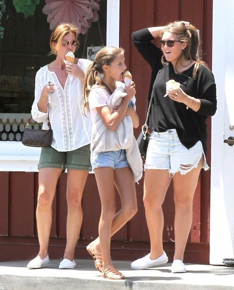 9 best faith hill without makeup styles at life for How old are faith hill s daughters